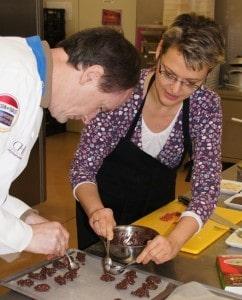 """Chocolatier Eberhard Schell und Dr. Bihlmaier kreieren """"Drachensplitter""""r"""""""