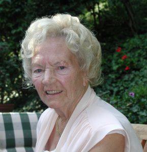 85-jährige Seniorin
