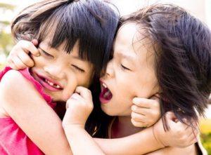 kämpfende Kinder © Andrew Blue fotolia.com